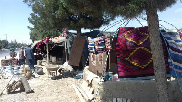 برپایی سیاه چادر عشایر در پارک زائر شهرستان چناران