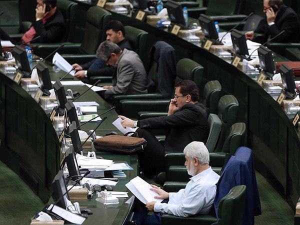 حقوق های زیر 2میلیون و 750هزار تومان از مالیات معاف می شوند