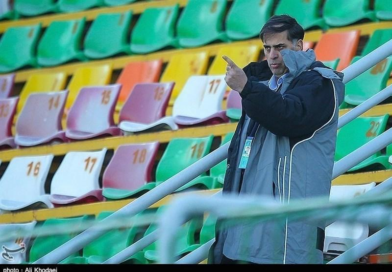 آذری: بحرانی بودن شرایط ذوب آهن، حرف افراد غیرمتخصص است، اگر در استادیوم ها فحاشی نباشد باید تعجب کنیم