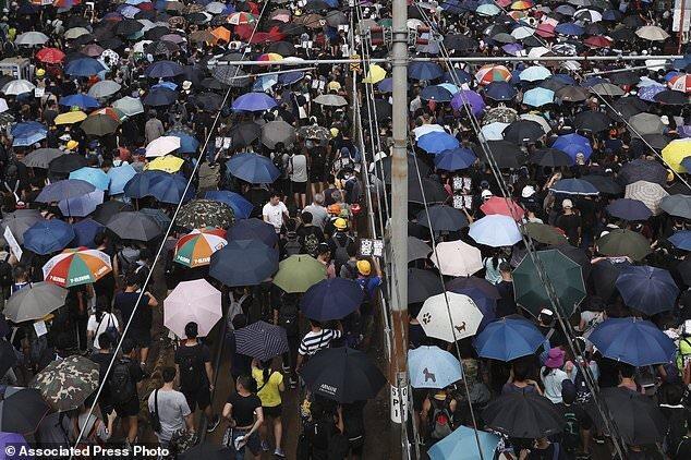 توئیتر و فیسبوک چین را به استفاده از صفحات جعلی درباره اعتراضات هنگ کنگ متهم کردند