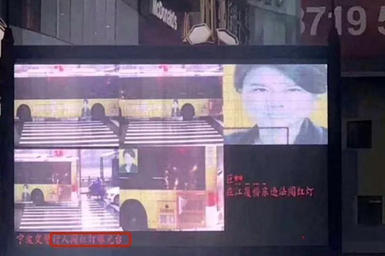 سیستم تشخیص چهره چین به اشتباه یک تبلیغ اتوبوس را اخلال گر معرفی کرد