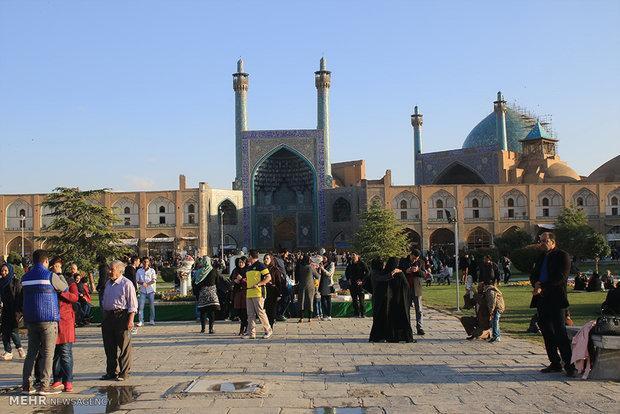 گردشگران ویتنامی به اصفهان سفر می نمایند