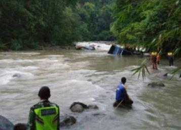 25 کشته به دنبال سقوط اتوبوس در دره ای در اندونزی