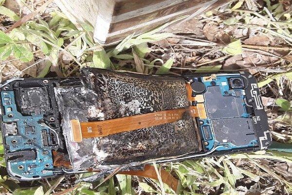 یک موبایل سامسونگ آتش گرفت