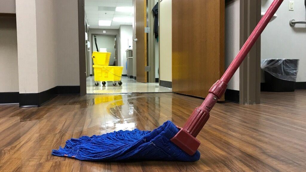 15 اشتباه در تمیز کردن خانه که وسایل ما را خراب می&zwnjکند