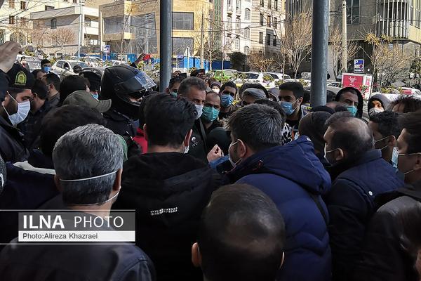 حضور مدیران در میان معترضان بورس، پلیس به میدان آمد