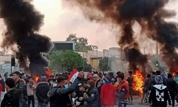 حمله معترضان عراقی به خودروی استاندار ذی قار