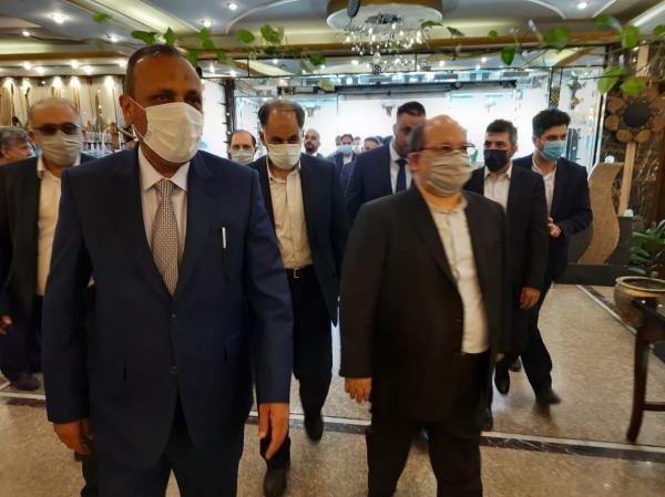 خبرنگاران شریعتمداری وارد نجف شد؛ استقبال استاندار از وزیر تعاون و کار ایران
