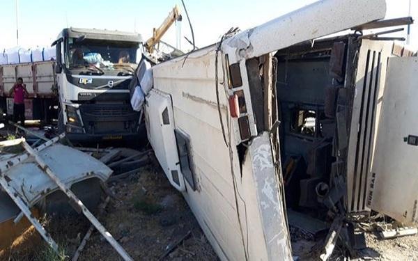 سانحه سقوط اتوبوس خبرنگاران بار دیگر شرایط ناایمن فعالیت اصحاب رسانه را به تصویر کشید