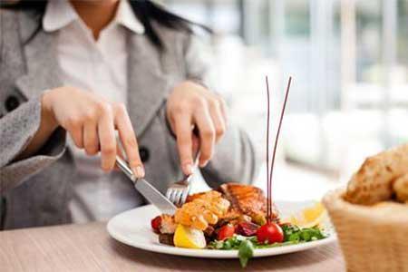 عوارض دیر غذا خوردن چیست؟